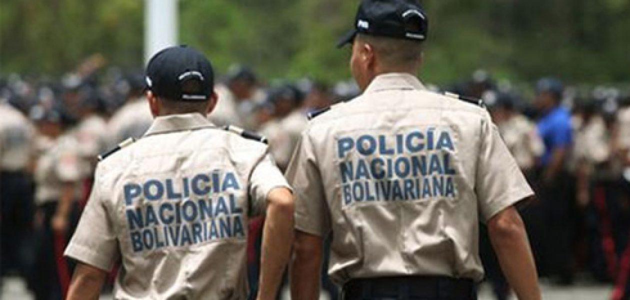 ¡El colmo! Policía Nacional Bolivariana roba mercancía a trabajadores informales