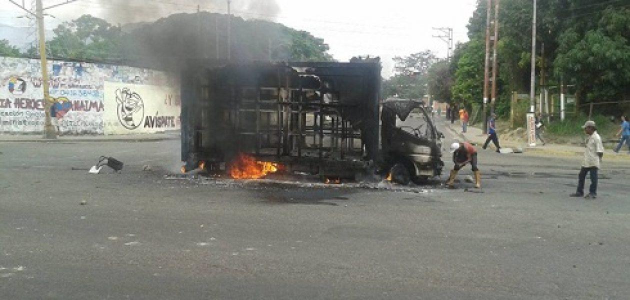Reportan protesta en Naguanagua en contra de Maduro