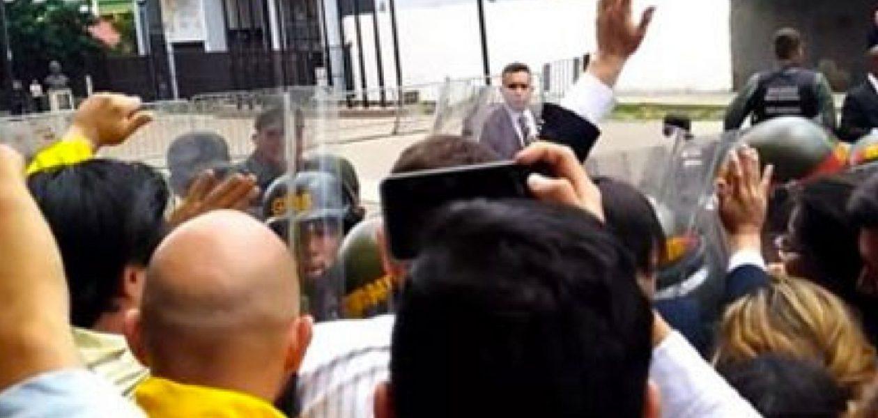 Protesta ante el TSJ deja un periodista y dos estudiantes detenidos