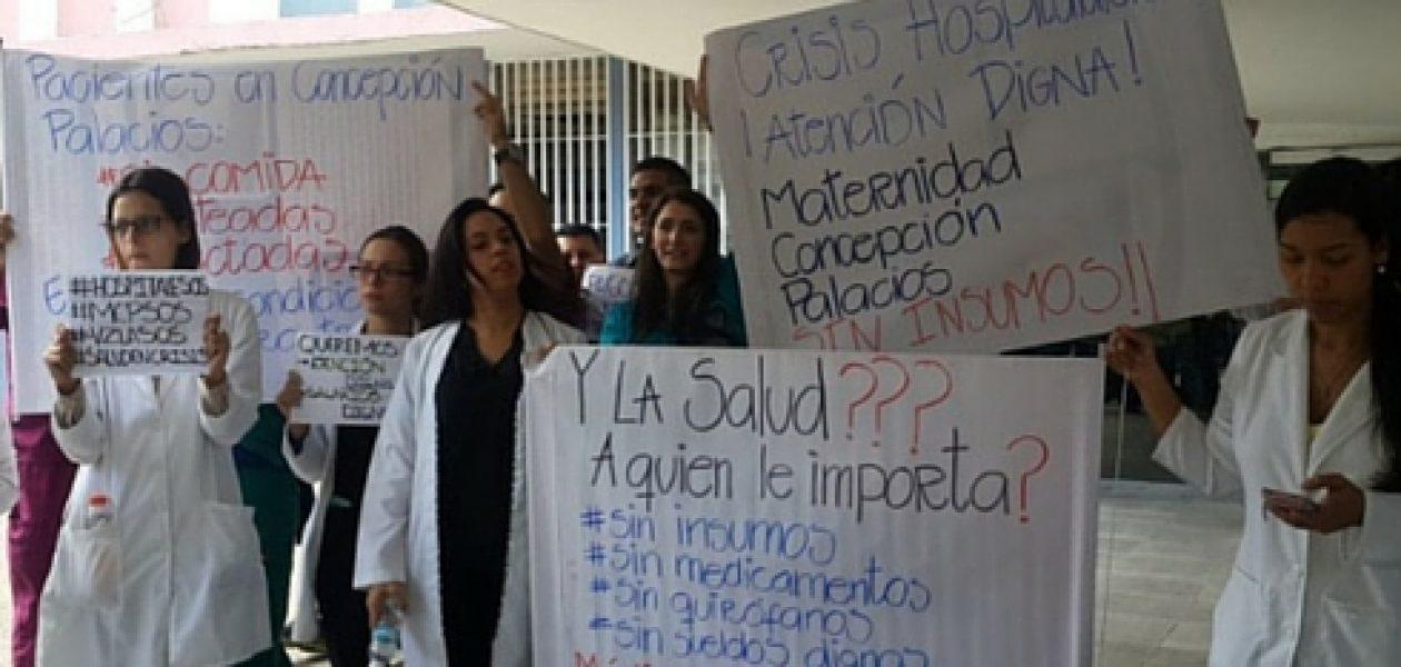 Médicos protestan en la Maternidad Concepción Palacios por la crisis hospitalaria