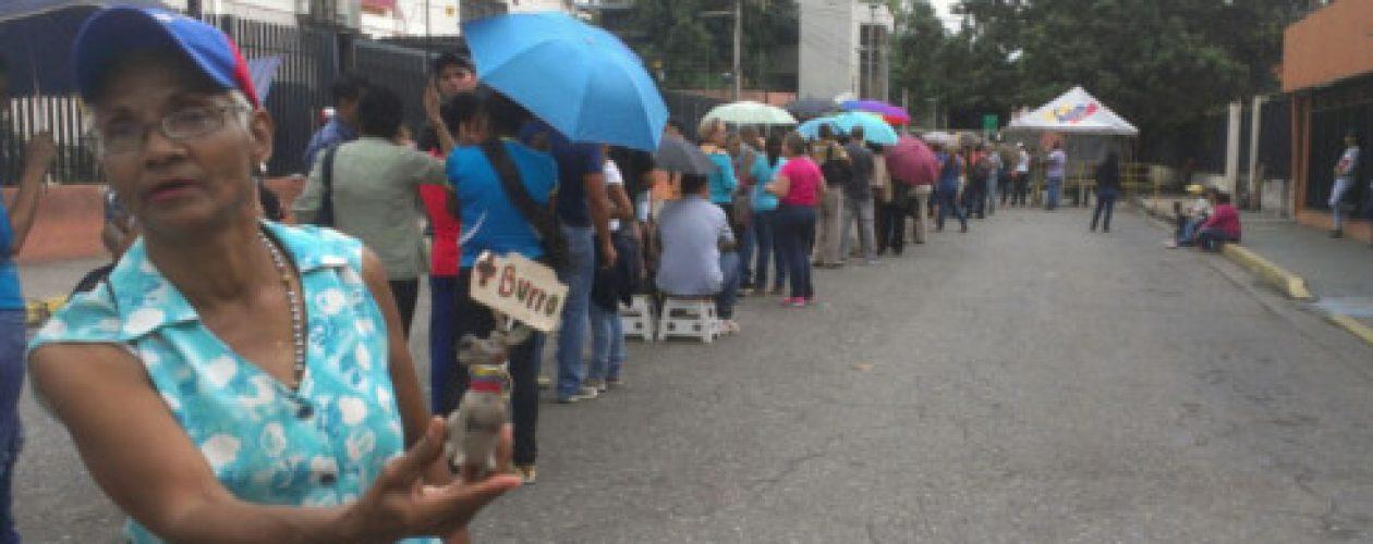 Validación de firmas en Aragua arranca con irregularidades