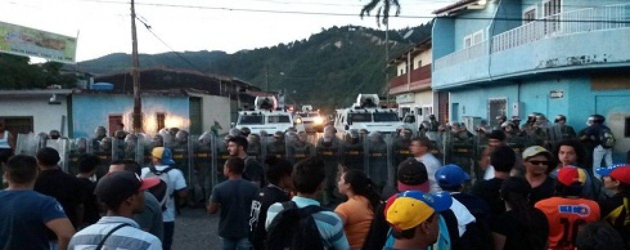 Protestas no cesan a pesar de la represión en Táchira