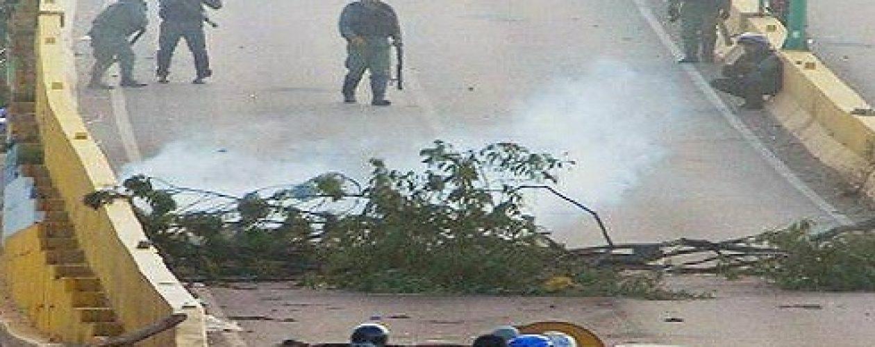 Dos personas heridas durante represión en Valle Hondo