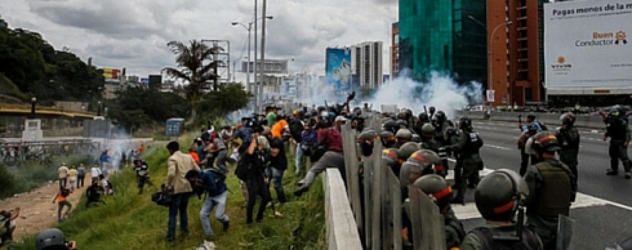 Dispersaron marcha de la oposición en Caracas con bombas lacrimógenas