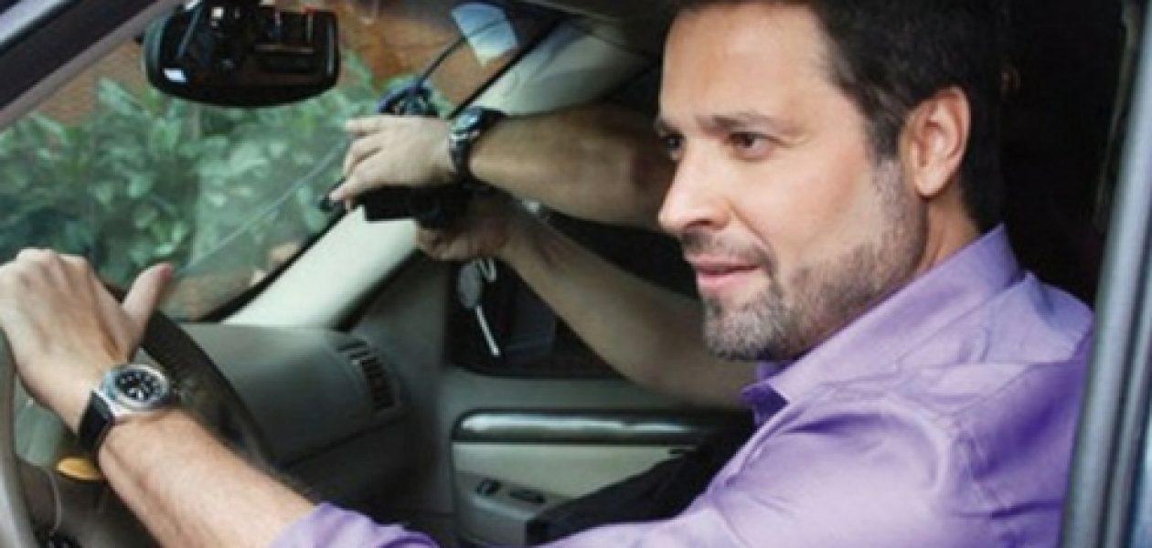 Ricardo Álamo taxista: artistas se rebuscan en el exterior