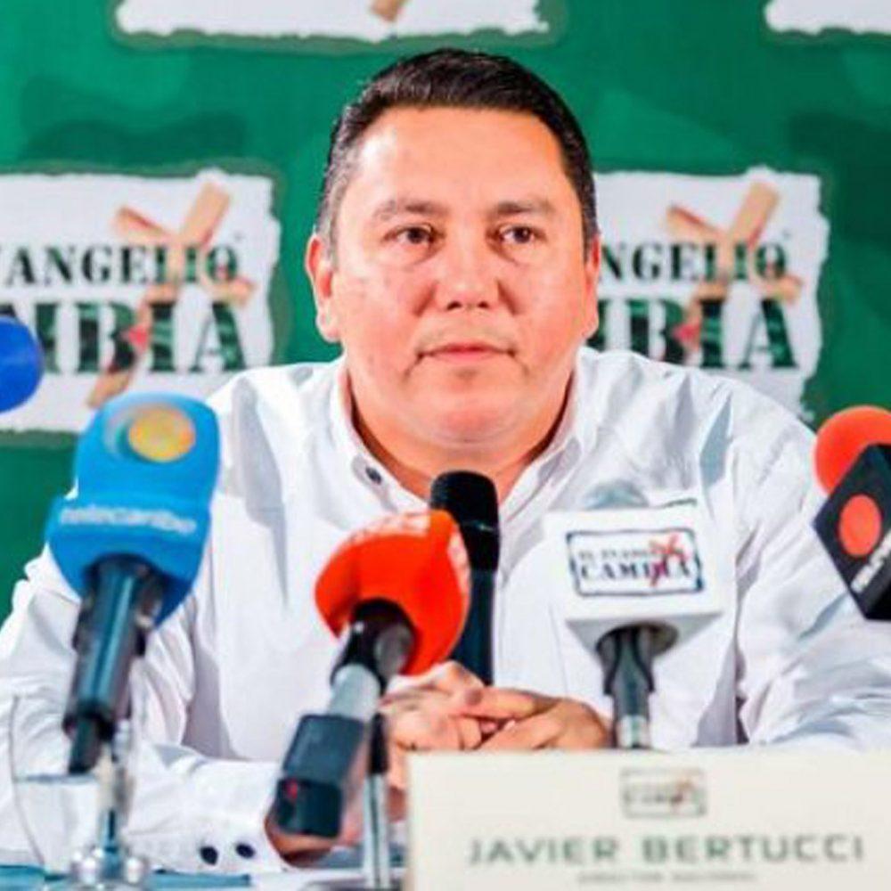 En rueda de prensa Pastor Javier Bertucci no habló de su pasado oscuro