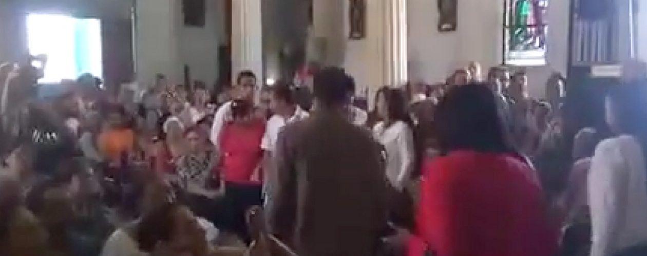 Representantes del régimen se marchan molestos de la Misa de Santa Ines