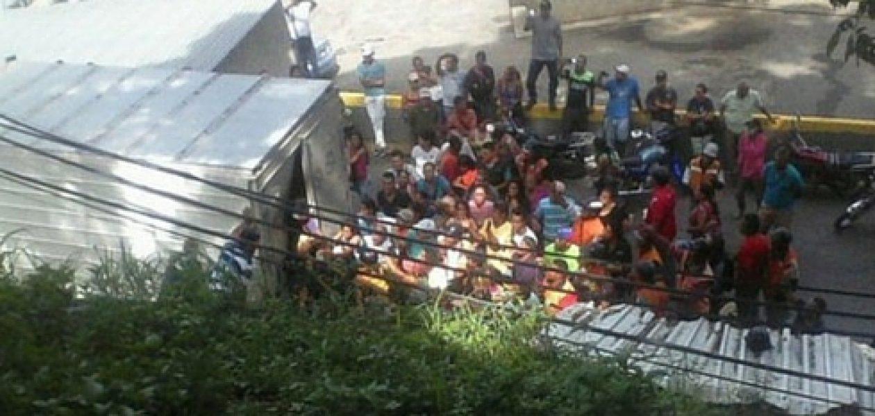 Saqueo en Paracotos: Arrazaron con carga de harina de maíz
