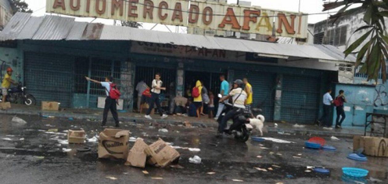 Saqueos en Naguanagua dejan varios comercios afectados