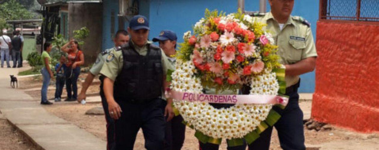 Despiden policías asesinados en Táchira entre llanto e indignación