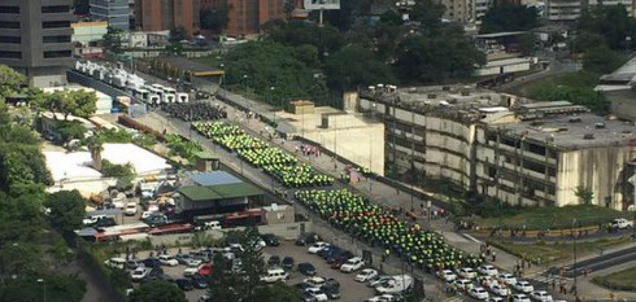 Plaza Venezuela «tomada» por cuerpos policiales