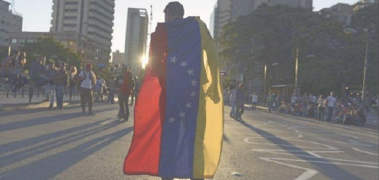 """El lema de los trabajadores venezolanos en el exterior """"Hay que echarle pichón"""""""
