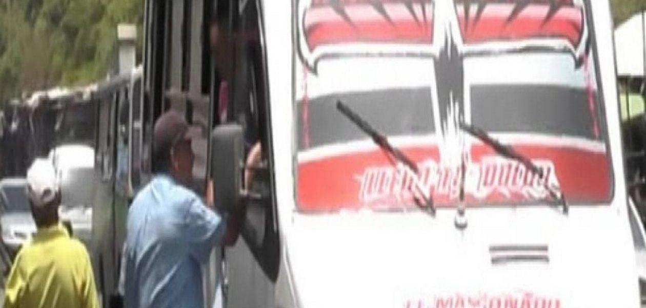 Transportistas de San Cristobal realizan paro indefinido