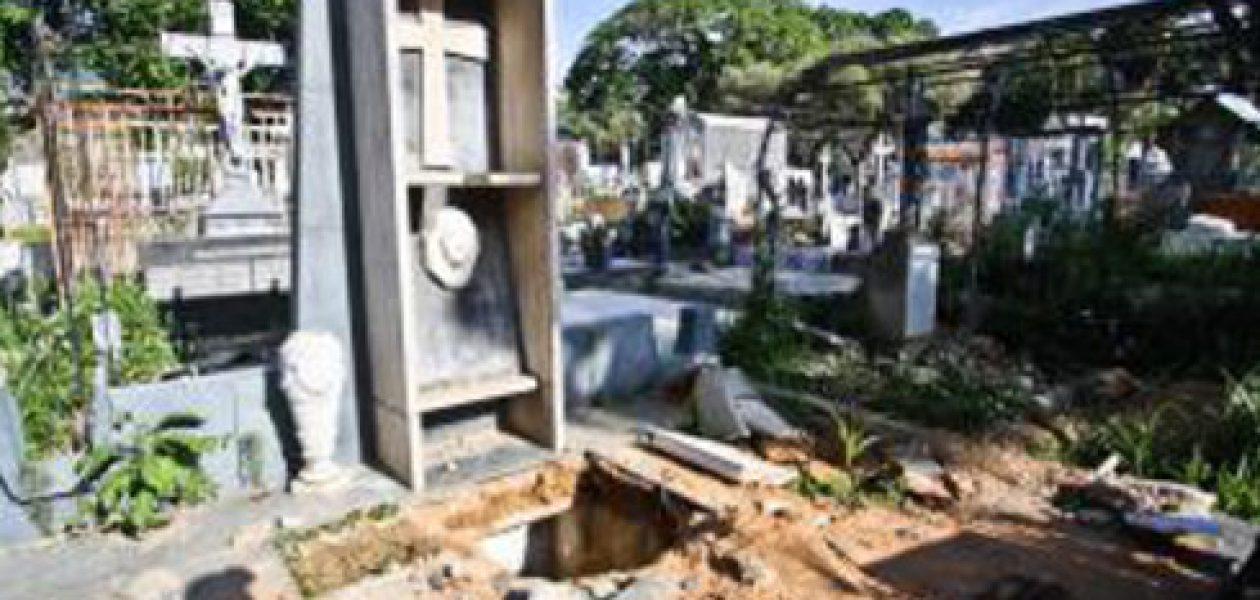 Profanan tumba de Rómulo Gallegos