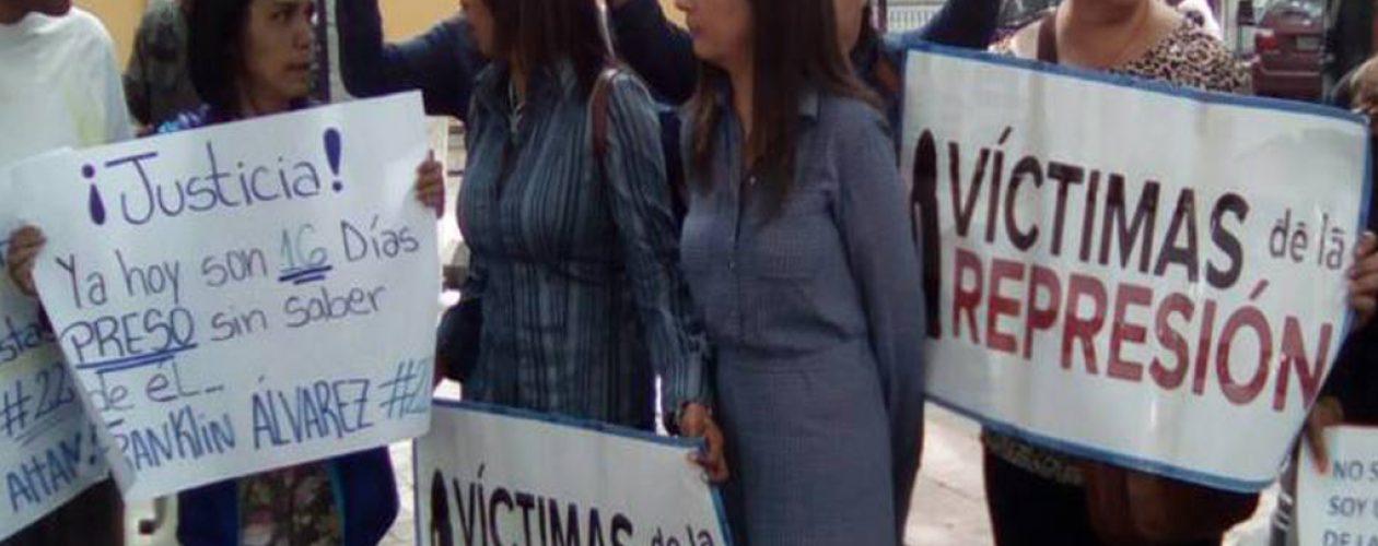 Víctimas de la represión protestaron ante la Defensoría del Pueblo