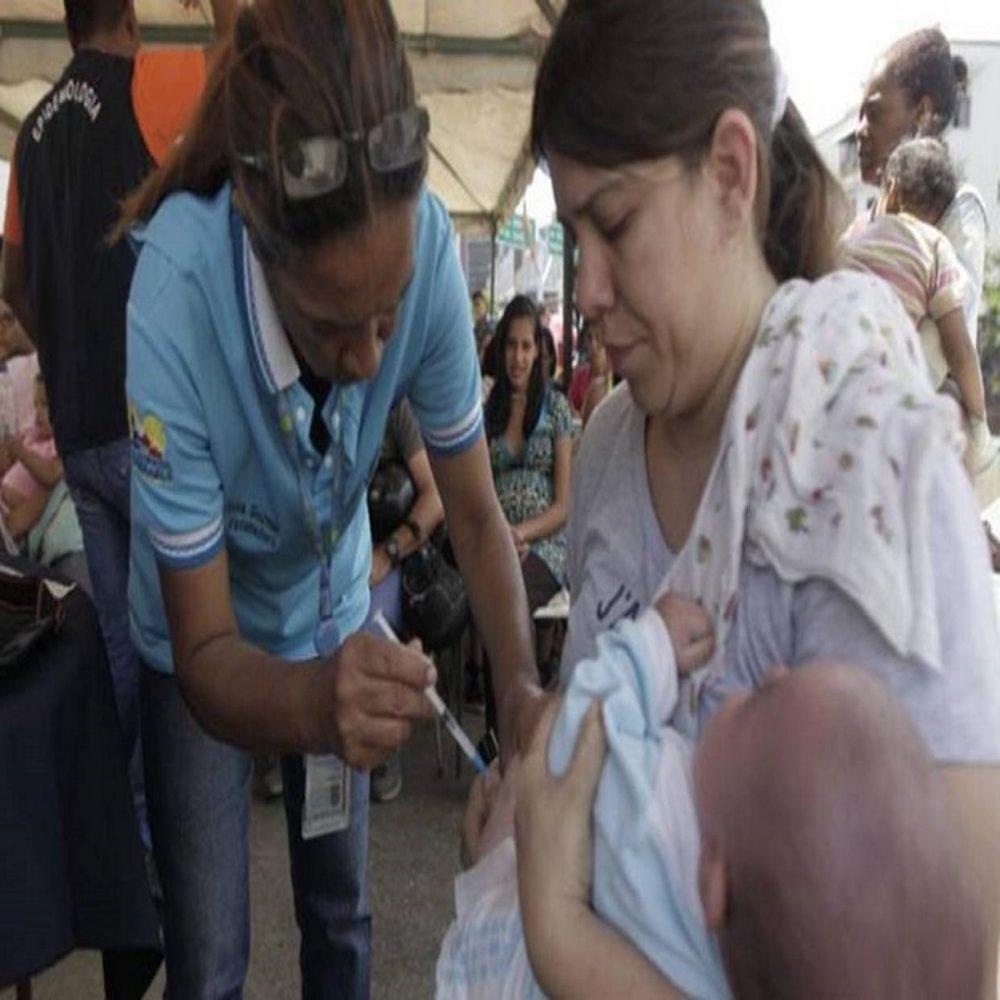 Alertan que compradores de certificados de vacunación están en riesgo de muerte