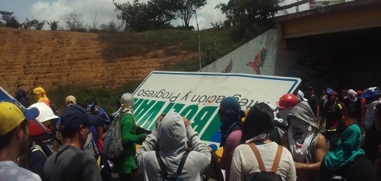 Tumban valla de Rangel Gómez luego de represión en la UCAB Guayana