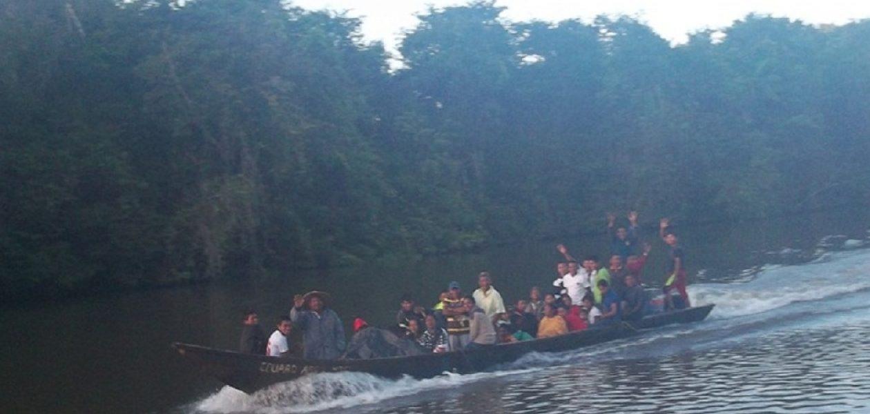 Waraos huyen por la frontera Venezuela-Brasil