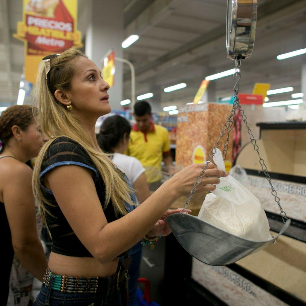 ¿Cómo vive y enfrenta la crisis la clase media en Venezuela?