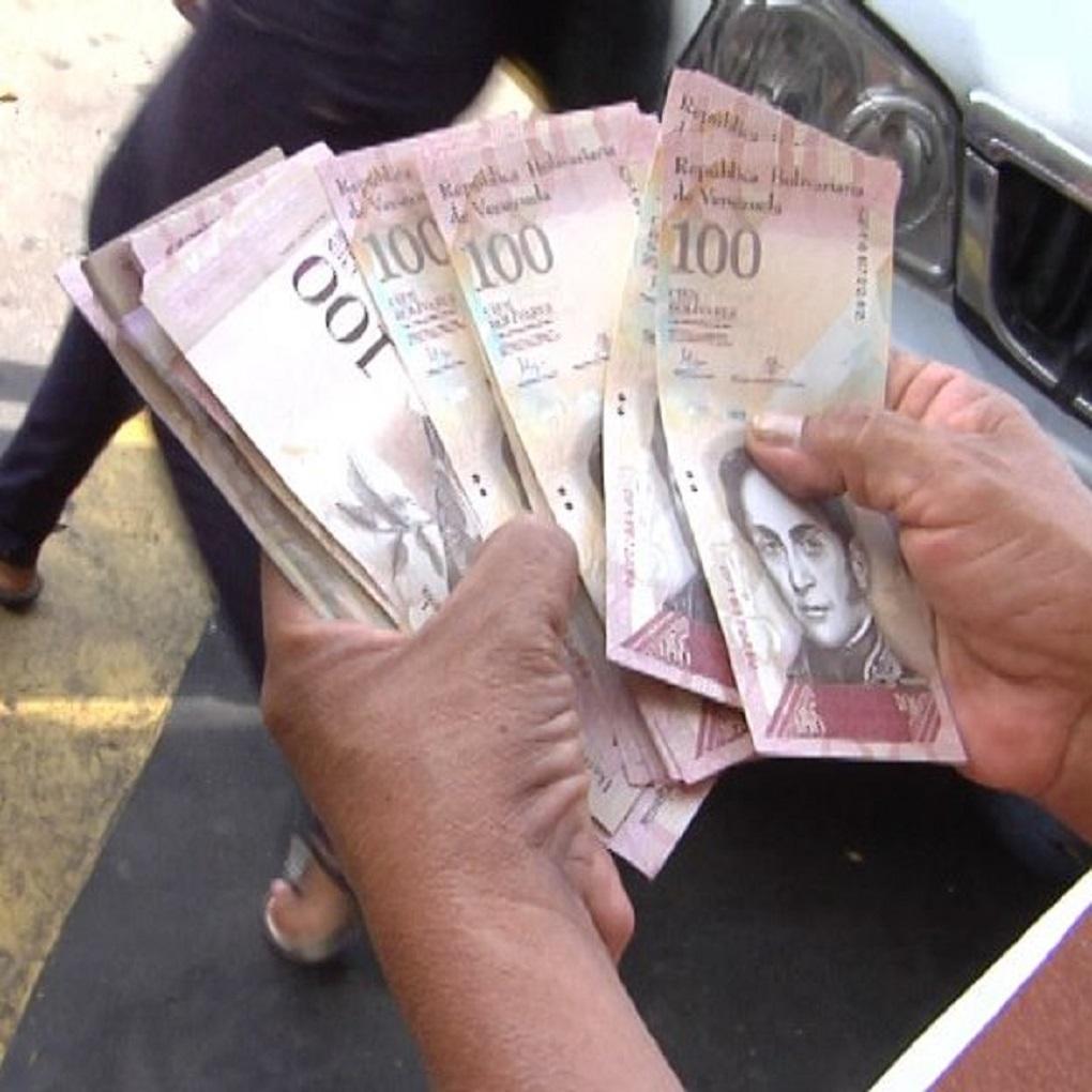 Sin dinero en efectivo: Venezuela en un corralito financiero