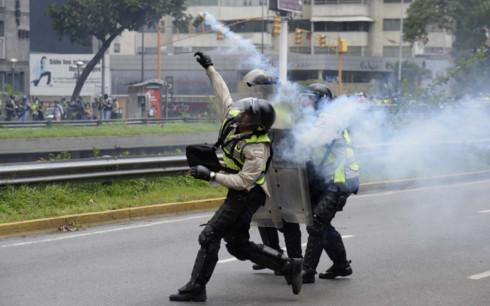 dubraska alvarez agreden policia pnb