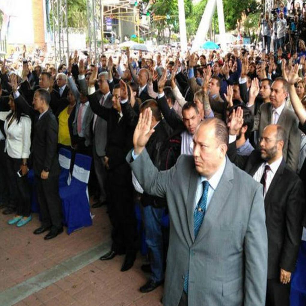 Magistrados asilados en la embajada de Chile salieron del país