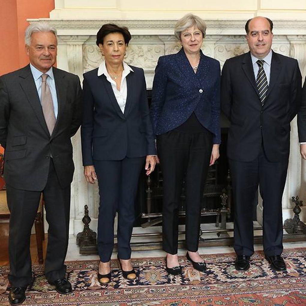 Theresa May manifiesta respaldo a la Asamblea Nacional