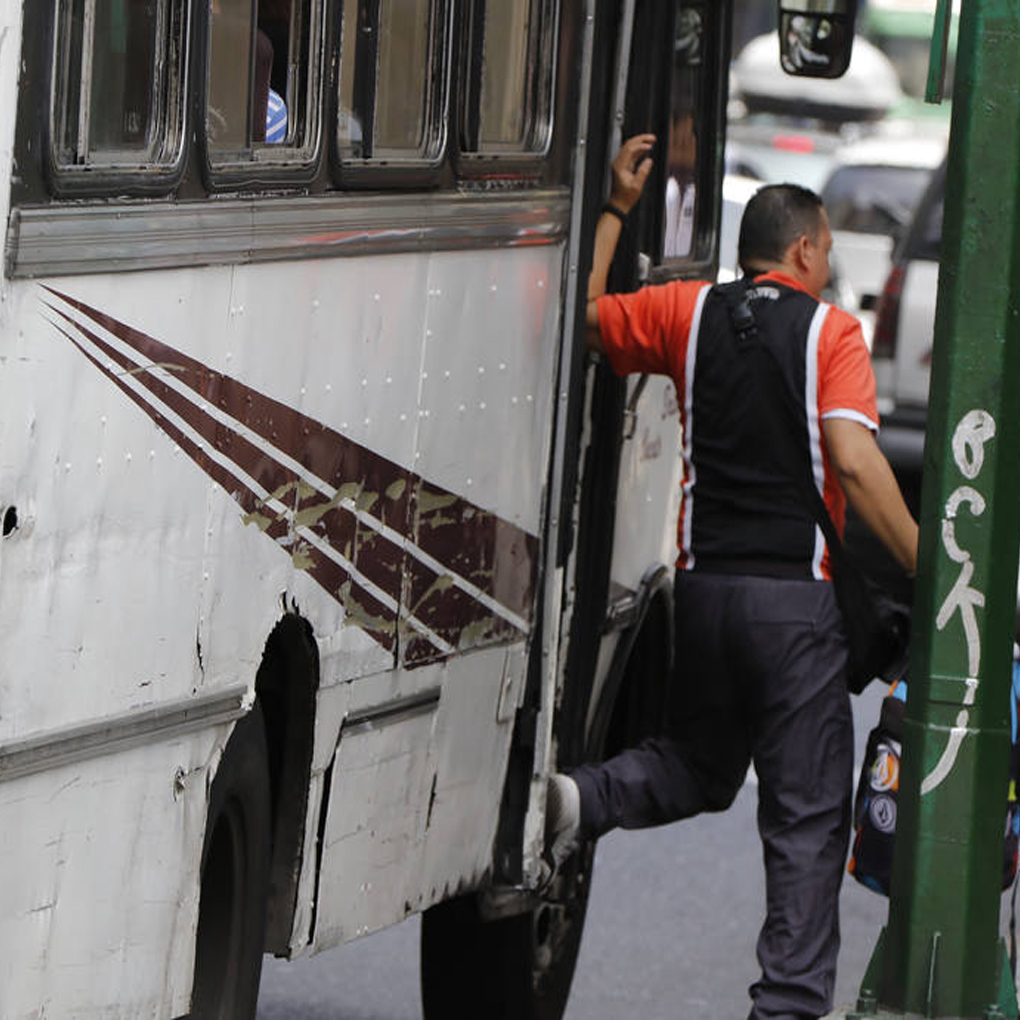 Transporte público en Caracas al borde del colapso